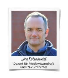 Jörg Kotenbeutel spricht im Webinar über die Beurteilung von Fohlen. Foto: Björn Schroeder